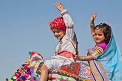 Enfants mignons sur le festival de désert Images libres de droits