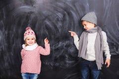 Enfants mignons sur le fond Photo libre de droits