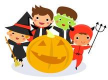 Enfants mignons utilisant le costume de monstre de Halloween Image stock