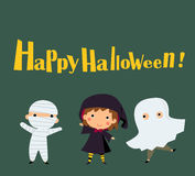 Enfants mignons utilisant le costume de monstre de Halloween Image libre de droits