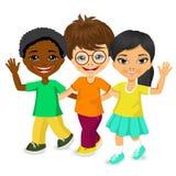 Enfants multiraciaux heureux marchant ensemble illustration de vecteur
