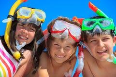 Enfants naviguants au schnorchel Image libre de droits