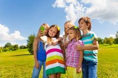 Enfants prenant des images Photo stock