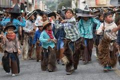 Enfants quechua indigènes chez Inti Raymi dans Cotacachi Equateur Images libres de droits