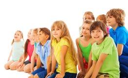 Enfants reposant écouter le professeur Photos stock