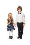 Enfants retenant des mains Photographie stock libre de droits