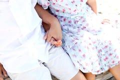 Enfants retenant des mains Photo libre de droits