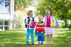 Enfants retournant à l'école, début d'année Photo libre de droits