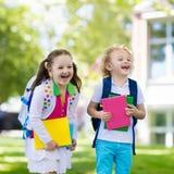 Enfants retournant à l'école, début d'année Photographie stock