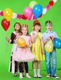 Enfants riants avec des ballons Image libre de droits