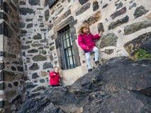 Enfants s'élevant au château Photo stock