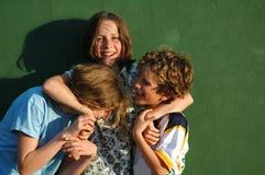 Enfants salissant environ photographie stock libre de droits
