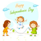Enfants sautant et célébrant l'indépendance indienne Photos libres de droits