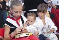 Enfants siciliens dans la robe traditionnelle Images libres de droits