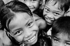 Enfants souriant devant l'appareil-photo Dessus de vue image libre de droits