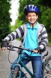 Enfants sur des bicyclettes Photographie stock