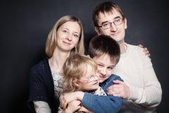 Enfants sur des mains de parent Photographie stock