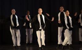 Enfants sur la danse juive d'étape Photos stock