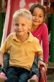 Enfants sur la glissière Photos stock