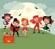 Enfants sur la partie de nuit de Halloween Images libres de droits