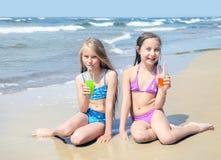 Enfants sur la plage Images stock