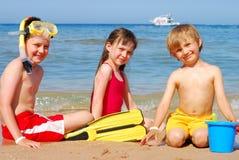 Enfants sur la plage photographie stock