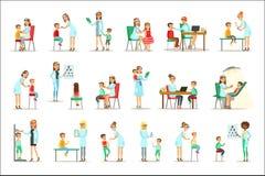 Enfants sur la visite médicale avec l'examen femelle de Doctors Doing Physical de pédiatre pour la santé d'école maternelle illustration de vecteur