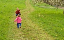 Enfants sur le chemin Photo stock