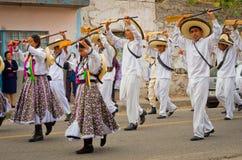 Enfants sur le défilé le jour de révolution du Mexique images libres de droits