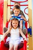 Enfants sur le descendeur Photo stock
