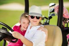 Enfants sur le golf images stock