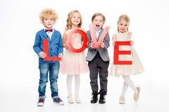 Enfants tenant l'amour de mot Image libre de droits