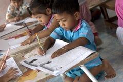 Enfants thaïs dans le jardin d'enfants Photographie stock