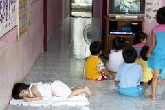 Enfants thaïs dans le jardin d'enfants Images libres de droits