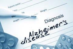 Enfermedad y tabletas de Alzheimers de la diagnosis foto de archivo libre de regalías