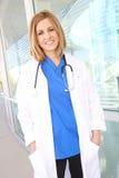Enfermeira bonita da mulher no hospital Fotografia de Stock Royalty Free