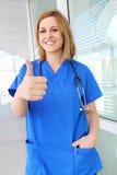 Enfermeira bonita da mulher no hospital Fotos de Stock Royalty Free