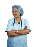 A enfermeira cirúrgica esfrega dentro