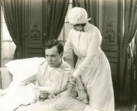 A enfermeira consola seu paciente Fotografia de Stock Royalty Free