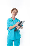 Enfermeira de sorriso que guarda uma prancheta Imagens de Stock