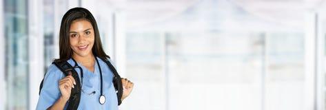 Enfermeira fêmea latino-americano nova fotos de stock royalty free
