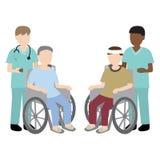 Enfermeira masculina com paciente da cadeira de rodas Foto de Stock Royalty Free