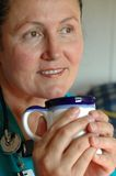 Enfermeira na ruptura de café Fotos de Stock Royalty Free