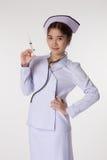 Enfermeira que prepara uma vacinação imagem de stock