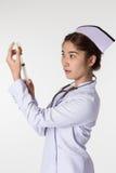 Enfermeira que prepara uma vacinação fotografia de stock