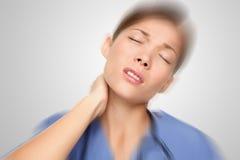 Enfermeira que tem a garganta e a dor traseira imagem de stock royalty free