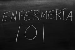 EnfermerÃa 101 en una pizarra Traducción: Cuidado de 101 foto de archivo