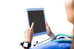 Enfermera asiática que usa la tableta fotos de archivo