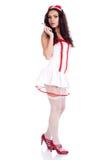 Enfermera atractiva de los jóvenes que sostiene una jeringuilla Foto de archivo libre de regalías