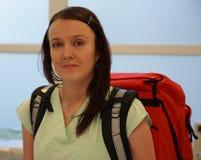 Enfermera con la gran mochila médica Imágenes de archivo libres de regalías